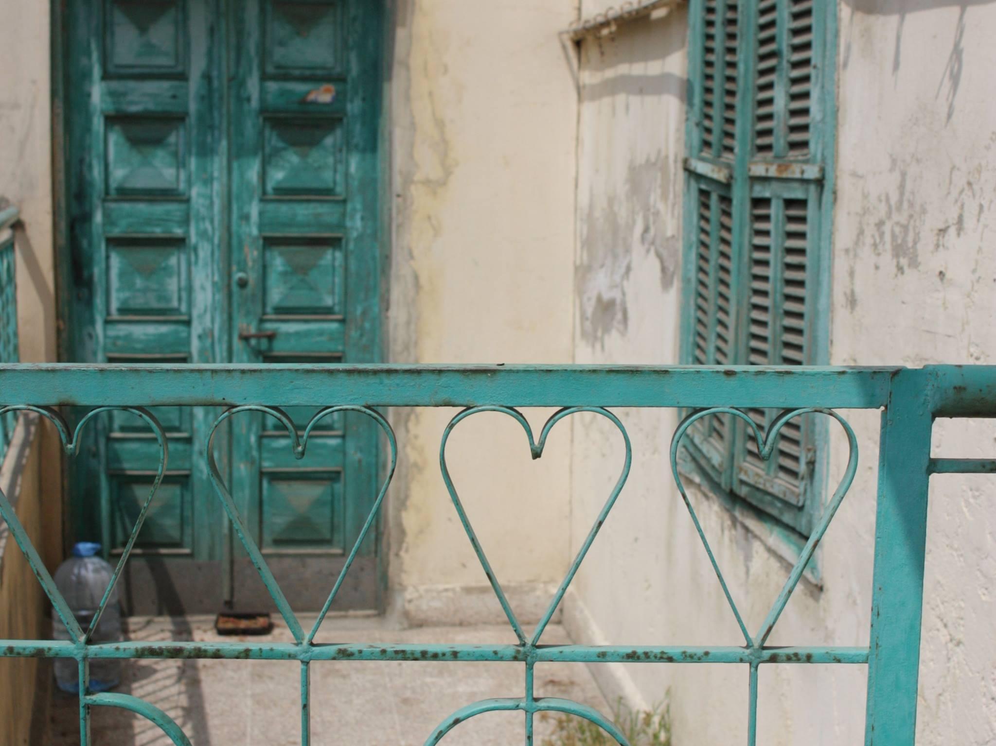 Kuvituskuva, sydämiä portissa