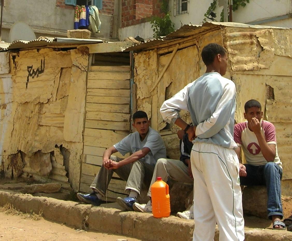 Marokkolaispoikia kadulla