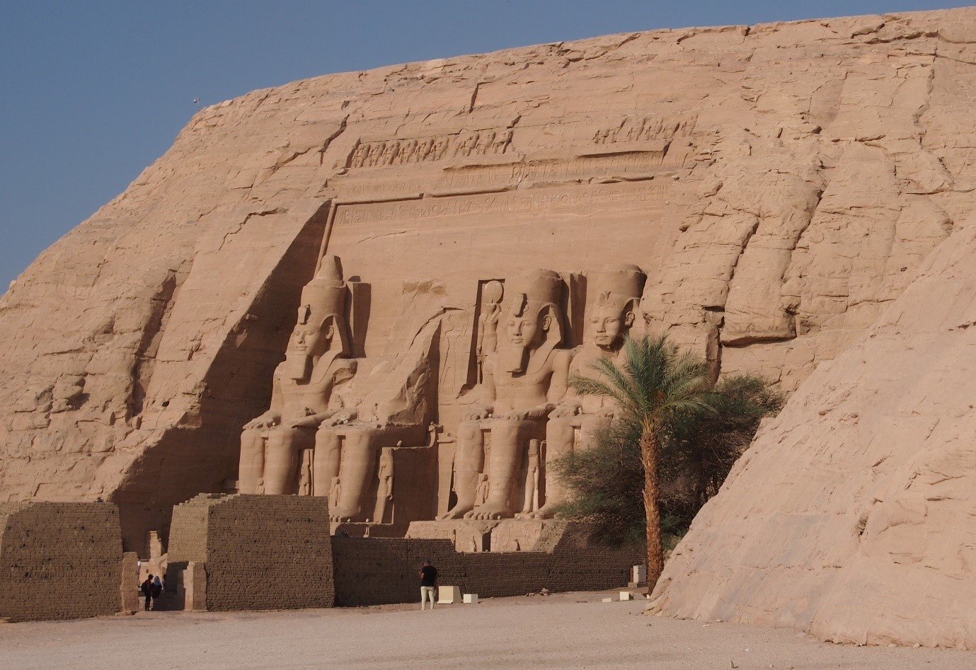 Abu Simbelin temppeli Sudanin rajan tuntumassa