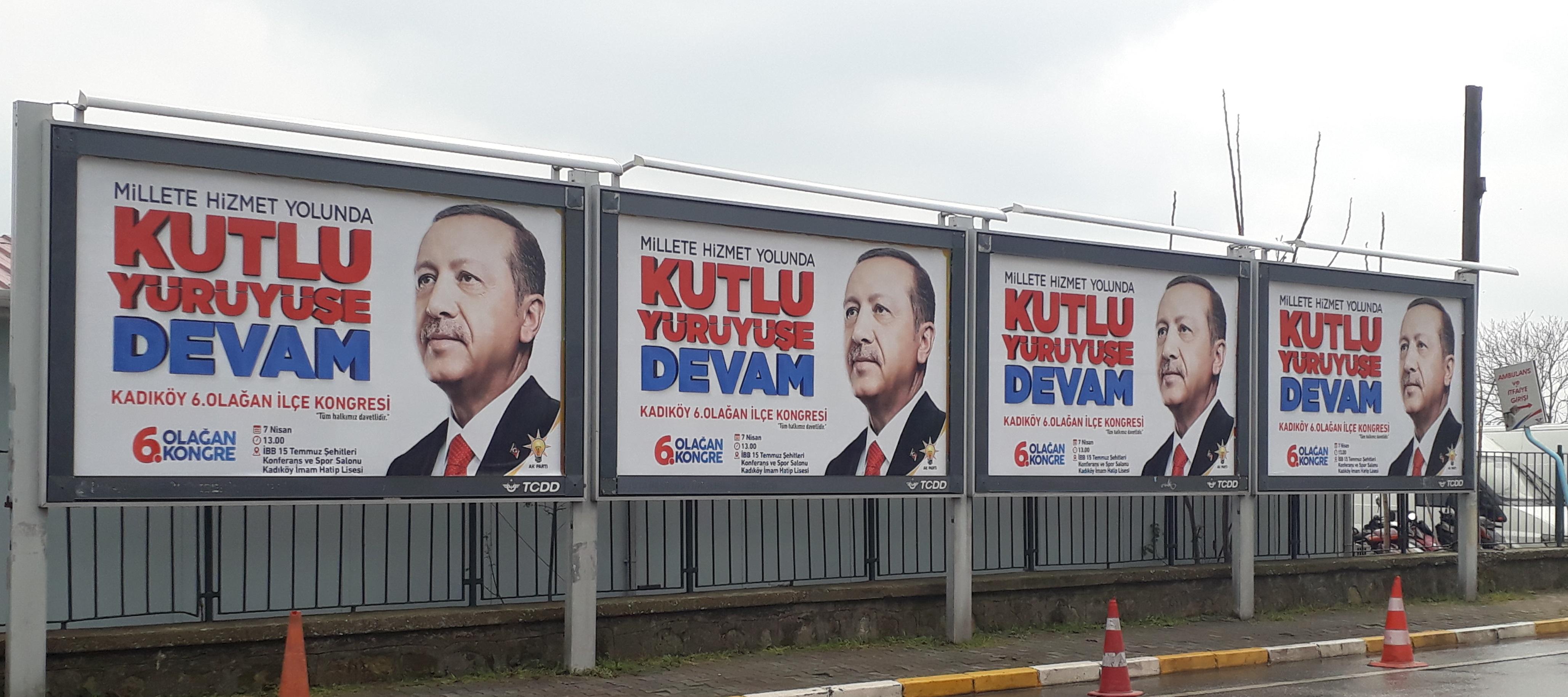 Erdoganin julisteita
