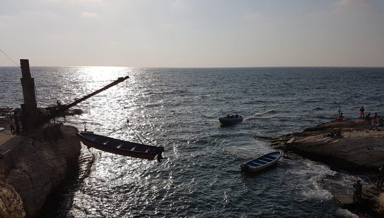 kuvituskuva, venettä nostetaan merestä