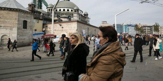 ihmisiä Istanbulissa