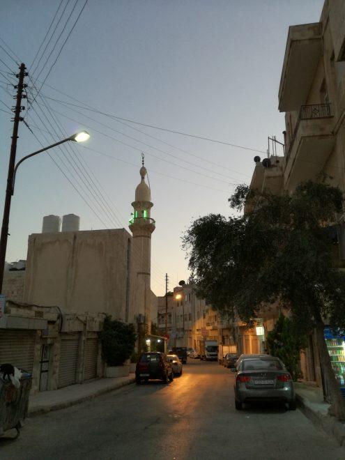 Minareetti illan hämyssä Ammanissa