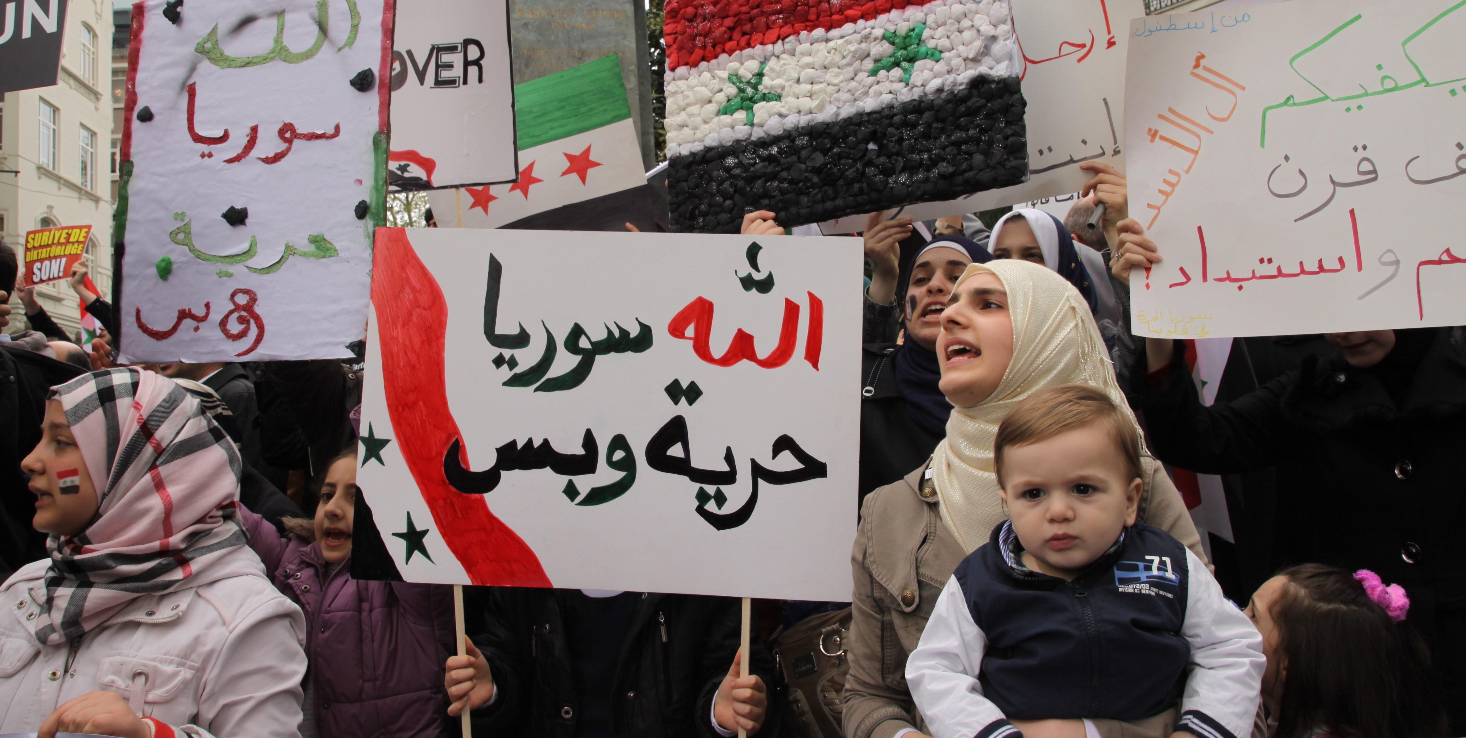 Syyrialainen nainen mielenosoituksessa